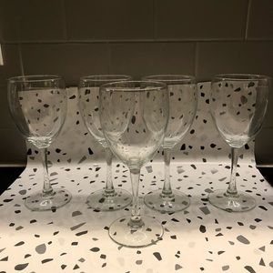 Other - Set of 5 Wine Glasses 🍷